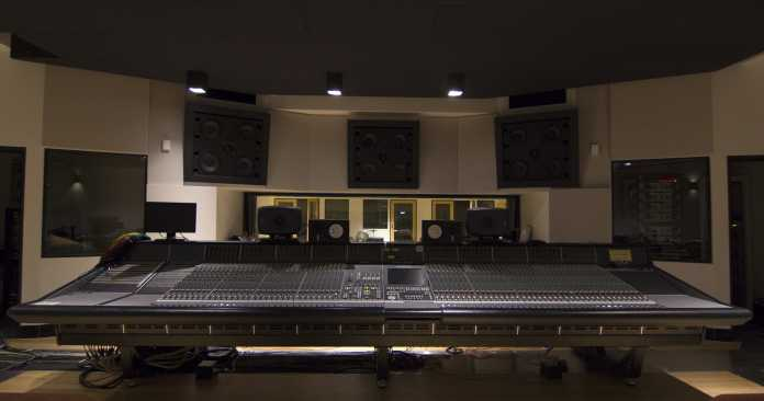 box hill institute and sing sing east studio are giving away free time in their world-class recording studio!