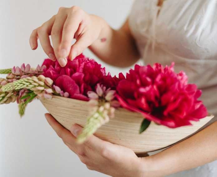 discover the language & meanings of flowers