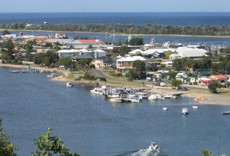 port melbourne community embraces lakes entrance in first 'sister city' bushfire recovery initiative