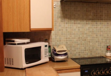 how does a microwave oven work?