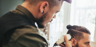 difference between a barber and a men hairdresser