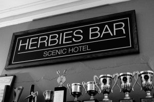 that radio chick cheryl lee farewells the iconic scenic hotel's publicans after 26 years