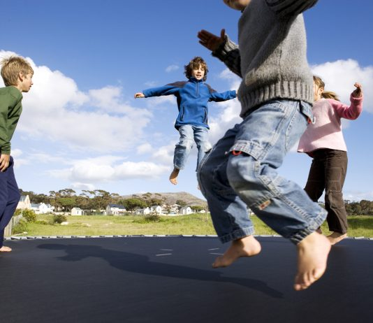 how to choose a children's trampoline?