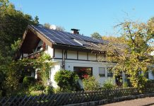 how do solar powered homes help you and your surroundings?