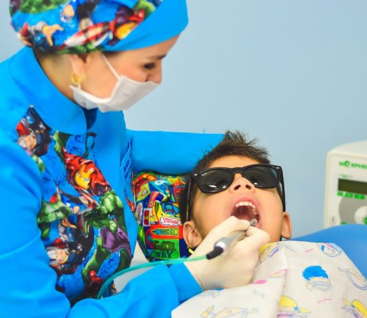 4 critical signs a child must be taken to the dentist