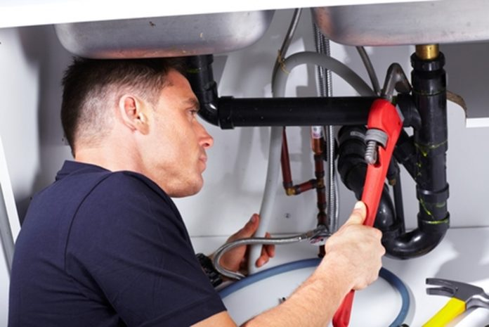 7 signs you need pipe replacement