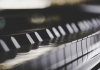 what are the key differences between piano and keyboard?